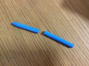 折れた色鉛筆